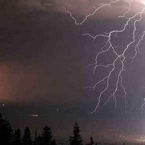 ΕΚΤΑΚΤΟ δελτίο επιδείνωσης καιρού: Ισχυρές καταιγίδες και χαλάζι θα σαρώσουν τη χώρα – Πού καιπότε