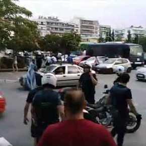 Aνεπιθύμητοι! Δεν μπορούν να σταθούν πουθενά – Πήραν στο κατόπι βουλευτή του ΣΥΡΙΖΑ στην Καβάλα: «Προδότες, κάθε ημέρα με φρουρά θα βγαίνετεέξω»