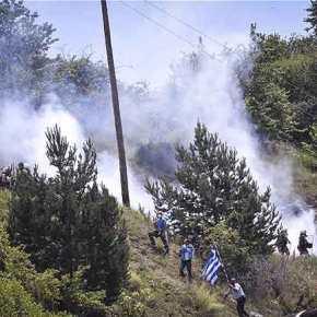 Άγριο ξύλο με διαδηλωτές εις το όνομα της «Μακεδονίας» – «Βροχή» τα χημικά υπό εντολές της κυβέρνησης – «Εμπόλεμη ζώνη» το ΠισοδέριΦλώρινας