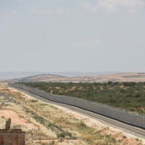 Η Τουρκία έκλεισε με φράχτη 764 χλμ τα σύνορά της με τη Συρία(Εικόνες)