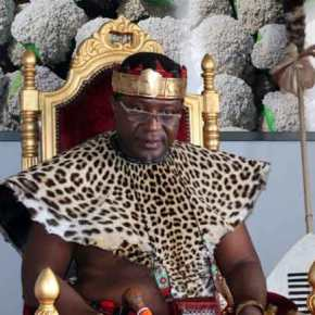 Αφρικανός βασιλιάς βαπτίστηκε Χριστιανός στο Άγιο Όρος(ΦΩΤΟ)