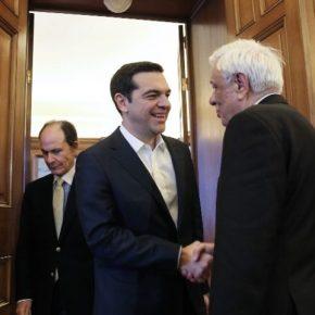 Α.Τσίπρας σε Π.Παυλόπουλο: «Είχατε δίκιο όταν μου λέγατε πως η Ελλάδα έπρεπε να μείνει στην Ευρωζώνη» – Ανοιχτή παραδοχή της κοροϊδίας που υπέστη ο ελληνικόςλαός