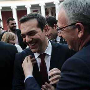 Ξεκίνησε η φιέστα της Κυβέρνησης – «Εσκασε μύτη» με κόκκινη γραβάτα ο Τσίπρας – Κοροϊδεύει ανερυθρίαστα τους Ελληνες – Δείτεζωντανά