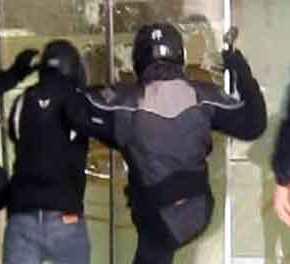 Στη δημοσιότητα βίντεο με τη στιγμή της επίθεσης του Ρουβίκωνα στα Leroy Merlin(βίντεο)