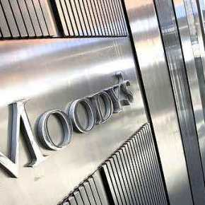 Moody's: Πολύ υψηλό θα παραμείνει το ελληνικό χρέος γιαδεκαετίες