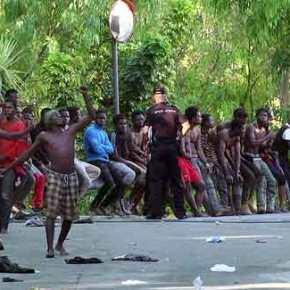 ΕΚΤΑΚΤΟ – 700 ….Μετανάστες εισέβαλαν σε πόλη στην Ισπανία με όπλα – Μάχες με συνοριοφύλακες – 100τραυματίες