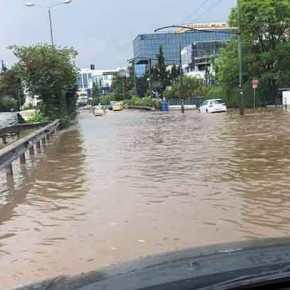 Βροχές και ισχυρές καταιγίδες αυτή την ώρα στην Αττική – Κυκλοφοριακά προβλήματα σε Μεσογείων καιΚηφισίας