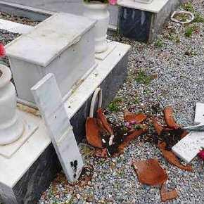 AYTOΥΣ ΤΑΪΖΟΥΜΕ…!!! Έπιασαν Ισλαμιστή Λαθρομετανάστη στην Λέσβο να ΣΠΑΕΙ τάφους σε Νεκροταφείο…!!