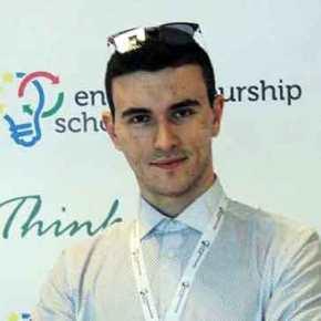 Διάκριση για 20χρονο Έλληνα φοιτητή. Έγινε δεκτός με υποτροφία στην Ακαδημία της Apple. Θεωρείται πιο απαιτητική και από τοHarvard