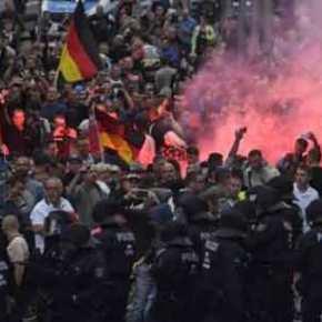 Γερμανία: Ακροαριστεροί και μετανάστες συγκρούονται με δεξιούς για 3η ημέρα στοΚέμνιτς