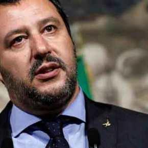 Ο Ματέο Σαλβίνι επαναφέρει τον Σταυρό στα δημόσιακτίρια
