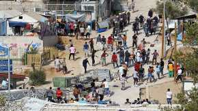 Politico: Η Ε.Ε. ερευνά κακοδιαχείριση των κονδυλίων σίτισης για τους πρόσφυγες στηνΕλλάδα