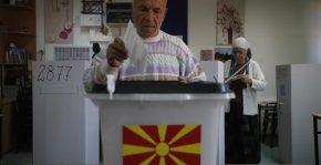 Ελάχιστα πάνω από 29% η συμμετοχή στην ΠΓΔΜ λίγο πριν κλείσουν οι κάλπες  .Άγνωστο τι θα γίνει την επόμενη ημέρα εάν η συμμετοχή δεν φτάσει το απαιτούμενο50%.