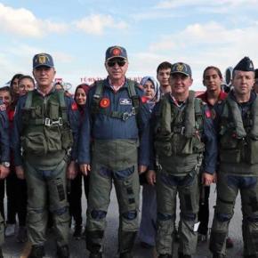 Ερντογάν αλα Top Gun στο Teknofest της Κωνσταντινούπολης και Maverick τονΑκάρ