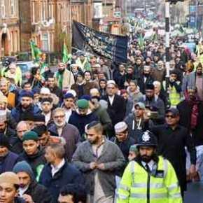 Λονδίνο 2018: Οι μουσουλμάνοι κυριεύουν το κέντρο της πόλης – Θα προλάβει το Brexit να διασώσει τηνΒρετανία;