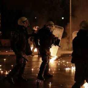 Συγκρούσεις πολιτών με δυνάμεις ασφαλείας στην Θεσσαλονίκη – Πολλοίτραυματίες