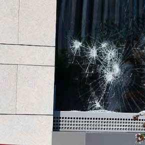 Ο «Ρουβίκωνας» ανέλαβε την ευθύνη για την επίθεση στην πρεσβεία του Καναδά -Εκαναν έφοδο με βαριοπούλες[εικόνες]