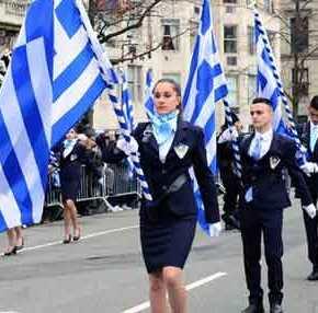 Ο ΣΥΡΙΖΑ «ποινικοποιεί» την αριστεία: «Σημαιοφόροι μόνο από κλήρωση» – Μη υποχρεωτικός οεκκλησιασμός