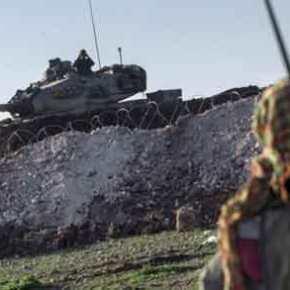 Η Άγκυρα επιτέθηκε κατά των Κούρδων στην ελεγχόμενη από τις ΗΠΑ Tal Al-Abyad και οι Αμερικανοί απλά…κοιτούσαν