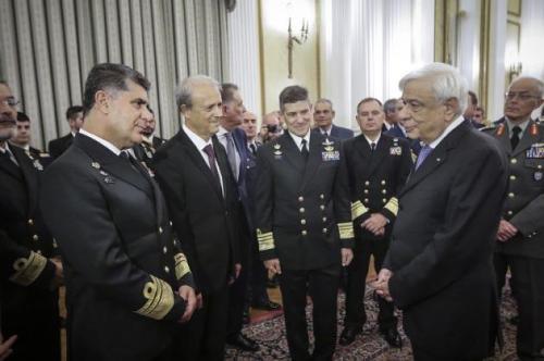 Στο Προεδρικό Μέγαρο η πολιτική και στρατιωτική ηγεσία της χώρας – ΦΩΤΟ 0764d985269