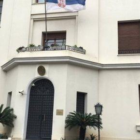 Ποιος είναι ο άνδρας που εισέβαλε στη Σερβική Πρεσβεία και τα αιτήματά του.