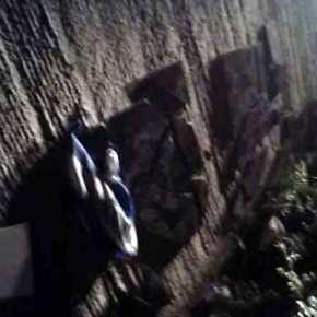 ΕΚΤΑΚΤΟ: Βορειοηπειρώτες καταδιώκουν αλβανούς εθνικιστές οι οποίοι κατέστρεψαν το μνημείο του Θύμιου Λιώλη και κατέβασαν την Ελληνική σημαία στηνΚρανιά