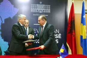 «Μεγάλη Αλβανία» προ των πυλών: «Έπεσαν» οι υπογραφές Αλβανίας-Κοσόβου για κοινό σημείο ελέγχου στασύνορα