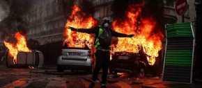 Βγήκε ο Στρατός στους δρόμους της Γαλλίας – «Καταρρέει» ο Ε.Μακρόν – Άγριες συγκρούσεις – Δείτε φωτό,βίντεο