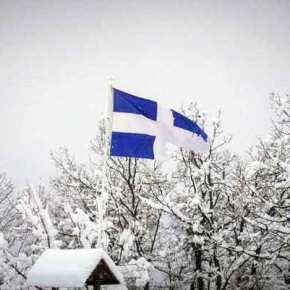 Καιρός: Η ελληνική σημαία δίνει χρώμα στο λευκό σκηνικό – Οι εικόνες της ημέρας στα χιόνια [pics,video]