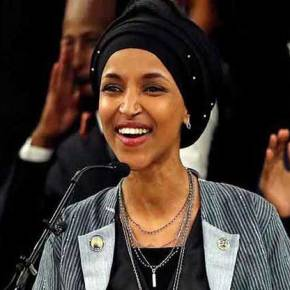 Το αντίπαλο δέος του Τραμπ και εκλεκτή των αντίφα -φιλελέ είναι «πρόσφυγας» από την Σομαλία και φοράειχιτζάμπ