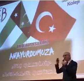 Μανιφέστο οθωμανισμού εντός Ελλάδας: Η σημαία της «τουρκικής Θράκης» σε εκδήλωση μειονοτικού σχολείου τηςΚομοτηνής