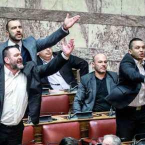 «ΠΡΟΔΟΤΕΣ-ΠΡΟΔΟΤΕΣ!»: Τους ξεφτίλισε η Χρυσή Αυγή – Η φωνή των Ελλήνων μέσα στη βουλή!ΒΙΝΤΕΟ