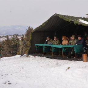 Σκόπια: Η υπουργός Άμυνας επιθεώρησε φυλάκια στα σύνορα μεΕλλάδα