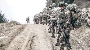 """""""80.000 Τούρκοι στρατιώτες έτοιμοι να μπουν στη Συρία, όπως έκαναν το 1974 στην Κύπρο"""" γράφει η YeniSafak"""