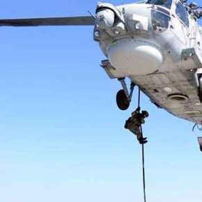 «Αεροαπόβαση» Κομάντος των Ελληνικών Ειδικών Δυνάμεων στη Φρεγάτα «Λήμνος» FOCOPS19-1