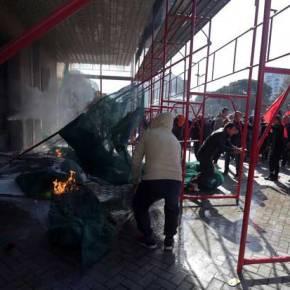 ΕΚΤΑΚΤΟ: Η καρέκλα του Έντι Ράμα…φλέγεται