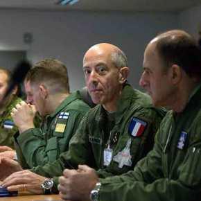 Ο Α/ΓΕΑ σε μια φωτογραφία που προκαλεί σκέψεις για το μέλλον της ΠολεμικήςΑεροπορίας
