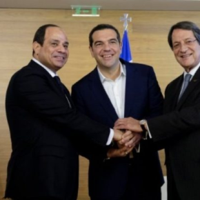 Αίγυπτος: Έφτασε ο Αλέξης Τσίπρας στο Σαρμ ελ Σέιχ για την ιστορικήσύνοδο