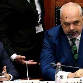 Ρεζίλι ο Ράμα στο Αλβανικό κοινοβούλιο – Του πέταξαν μελάνι στο πρόσωπο(Εικόνες+Video)