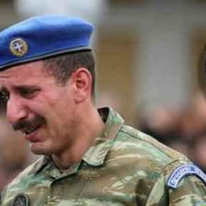 Πάτρα: Οι Εύζωνες της Προεδρικής Φρουράς αποχαιρετούν με λυγμούς τον Σπύρο Θωμά(φωτό)