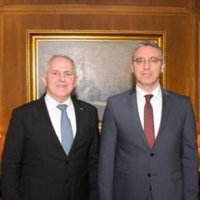 ΥΕΘΑ: Ο πρώτος γύρος με τον Πρέσβη της Τουρκίας και 2 τετ-α-τετ μεΑκάρ
