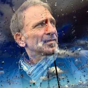 """Γιάννης Μπεχράκης: Ο άνθρωπος που φωτογράφιζε τη φρίκη του πολέμου ελπίζοντας """"σ΄ένα καλύτεροκόσμο"""""""