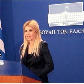 """'Ελενα Ράπτη: Θα επιτραπεί στην παρέλαση της 25ης Μαρτίου το """"Μακεδονίαξακουστή"""";"""