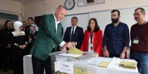 Κερδίζει ο Ερντογάν αλλά βαθαίνει το ρήγμα που θα καταπιεί την Τουρκία.
