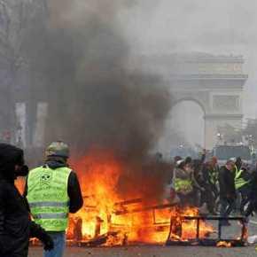 Κόλαση το Παρίσι! Σφοδρές συγκρούσεις ανάμεσα σε «κίτρινα γιλέκα» καιαστυνομία
