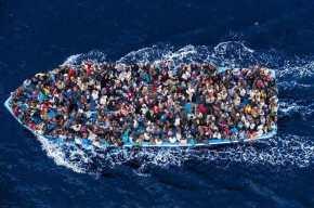 Στη «δίνη» του μεταναστευτικού η Ελλάδα: Αυξημένες οι ροές για το 2018 – Η χώρα «βουλιάζει» & ο ΣΥΡΙΖΑ θέλει μαζικέςελληνοποιήσεις