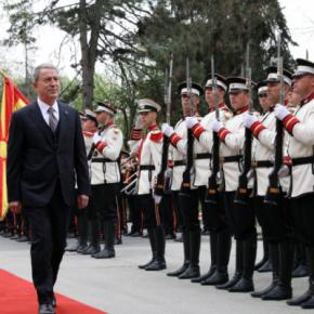 .       Με «Απειλές» αλλά και Υποσχέσεις στα Σκόπια οΑκάρ