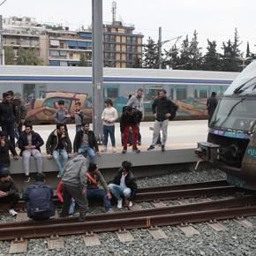 Μπλόκο μεταναστών στον ΣταθμόΛαρίσης