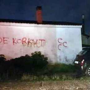 Το σύμβολο των Τούρκων εθνικιστών στους τοίχους των σπιτιών τηςΚομοτηνής