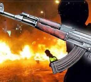 Εξάρχεια: Κουκουλοφόροι υπό την απειλή ΑΚ-47 χτύπησαν εισαγγελέα, μαχαίρωσαν λιμενικούς και τους έκλεψαν ταόπλα!